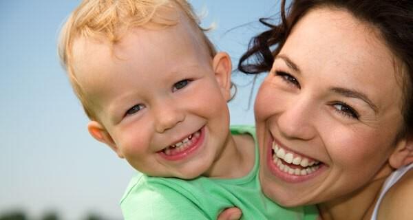 Viele Familien setzen in der Betreuung von einem Baby auch auf Au-pair Mädchen