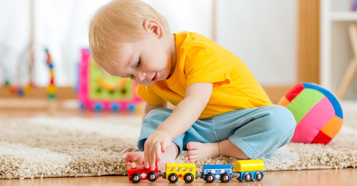 Altersgerechtes Spielzeug für Baby und Kleinkind