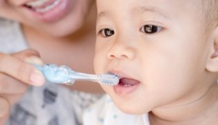 Zahngesundheit von Babys und Kleinkindern