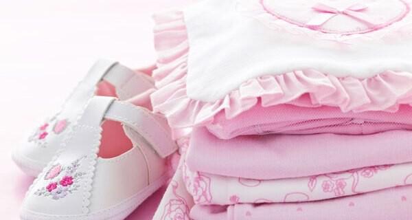 Lustige und praktische Accessoires für Babykleidung