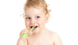 Zahnreinigung beim Baby
