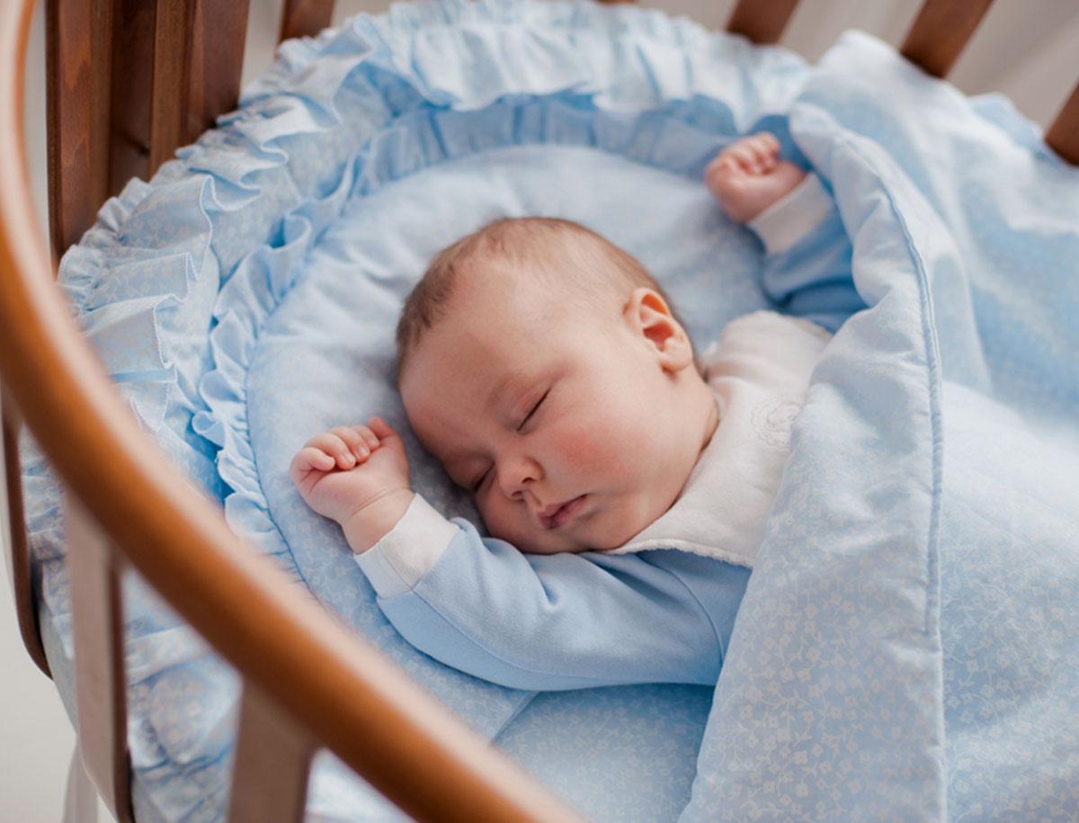 Das richtige erste Bett für ein Baby