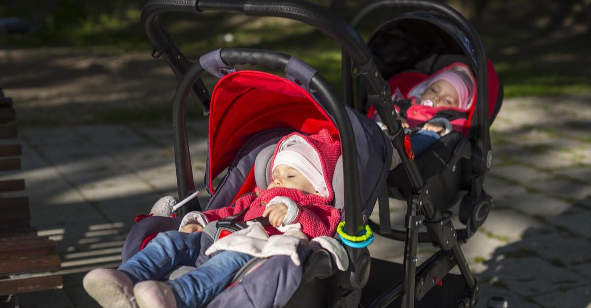 Doppelter Kinderwagen