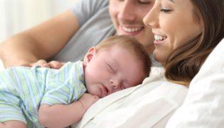 Darf ich unser Baby im Ehebett schlafen lassen?