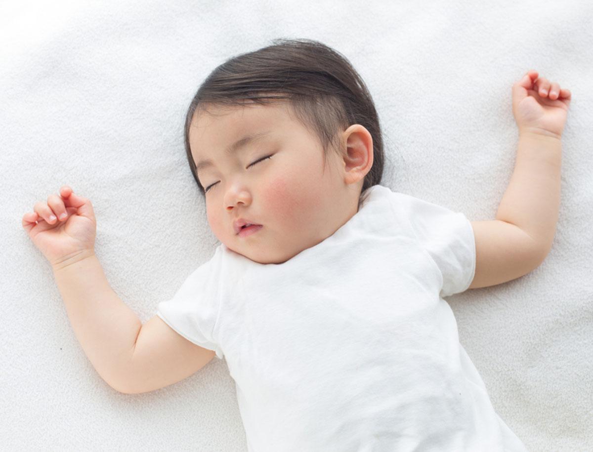 Gesunder und sicherer Schlaf beim Baby