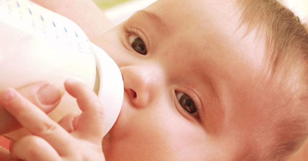 Gestillte Babys und Flaschenkinder