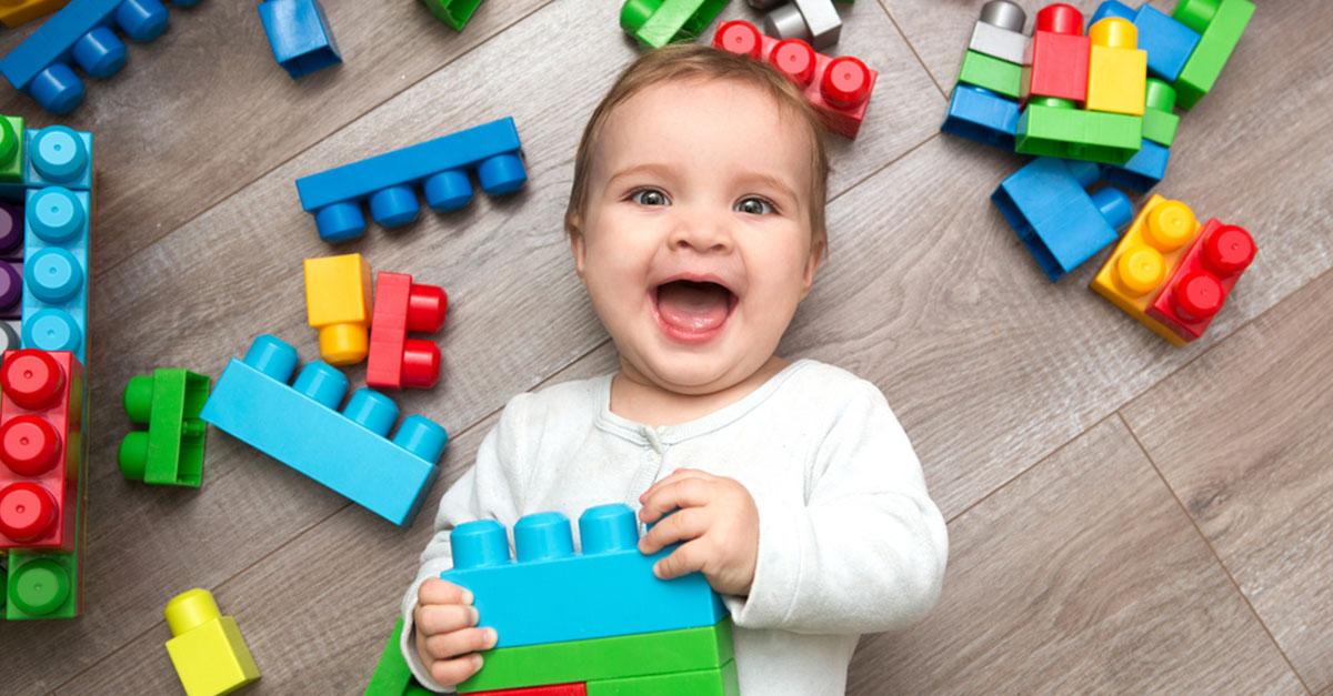 Wie und mit was spielen Babys?