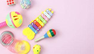Wo finde ich passendes Spielzeug für mein Baby?