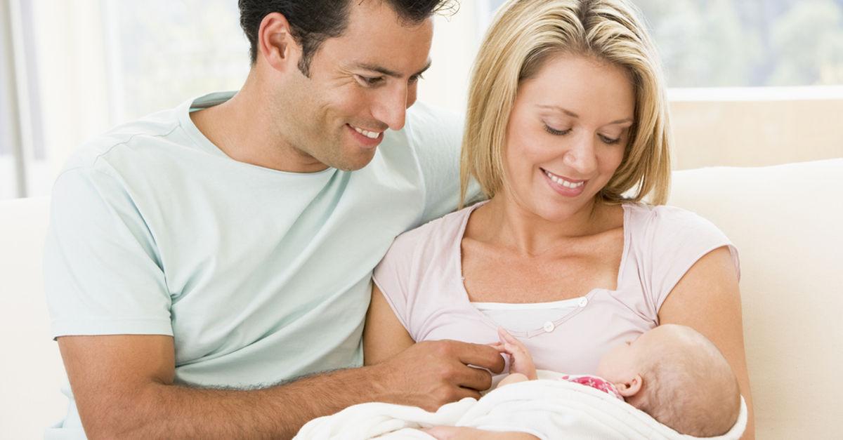 Familie mit Baby hat Behördengänge erledigt