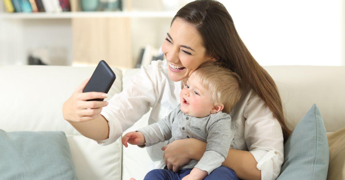Baby und Mama Selfie