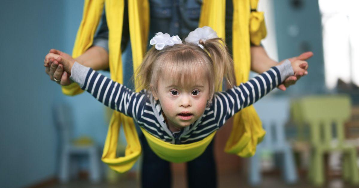 Mädchen Downsyndrom Air yoga