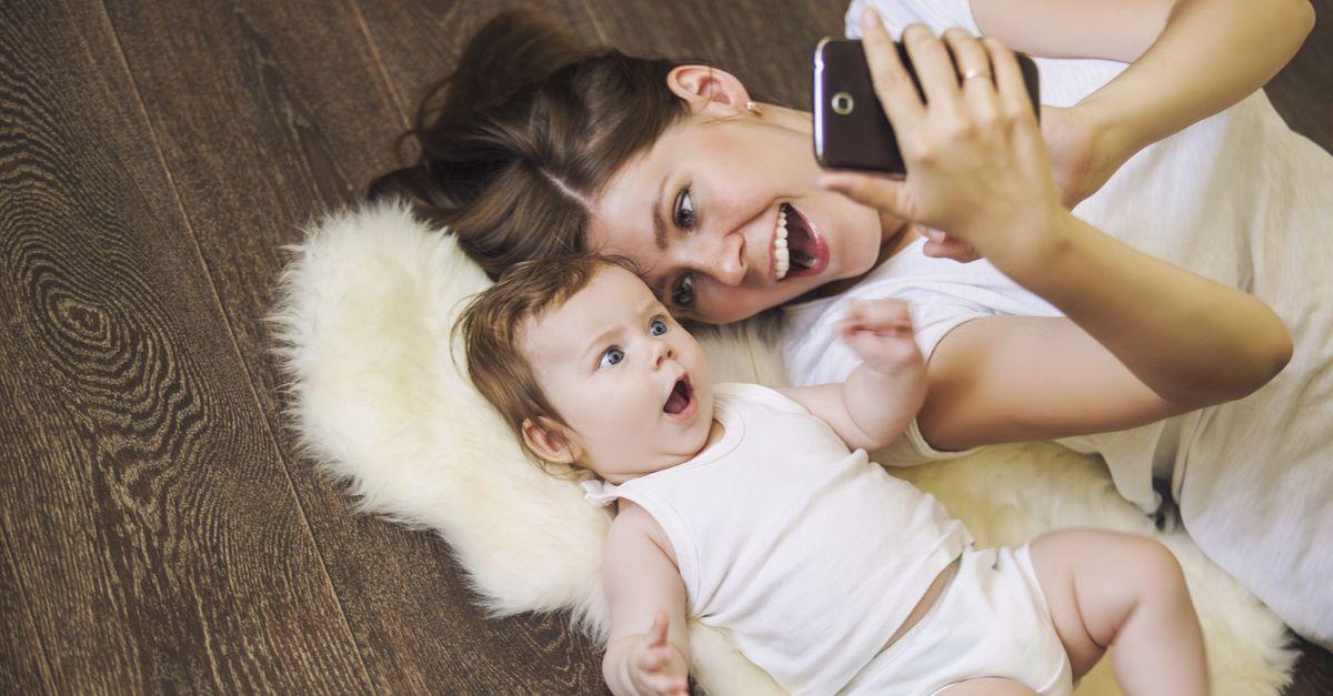 mama mit baby selfie