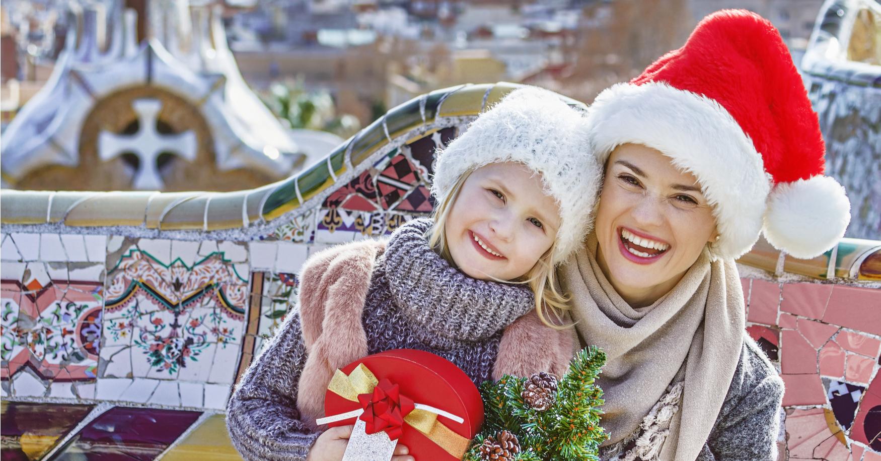 Mama und Tochter zu Weihnachten in Europa
