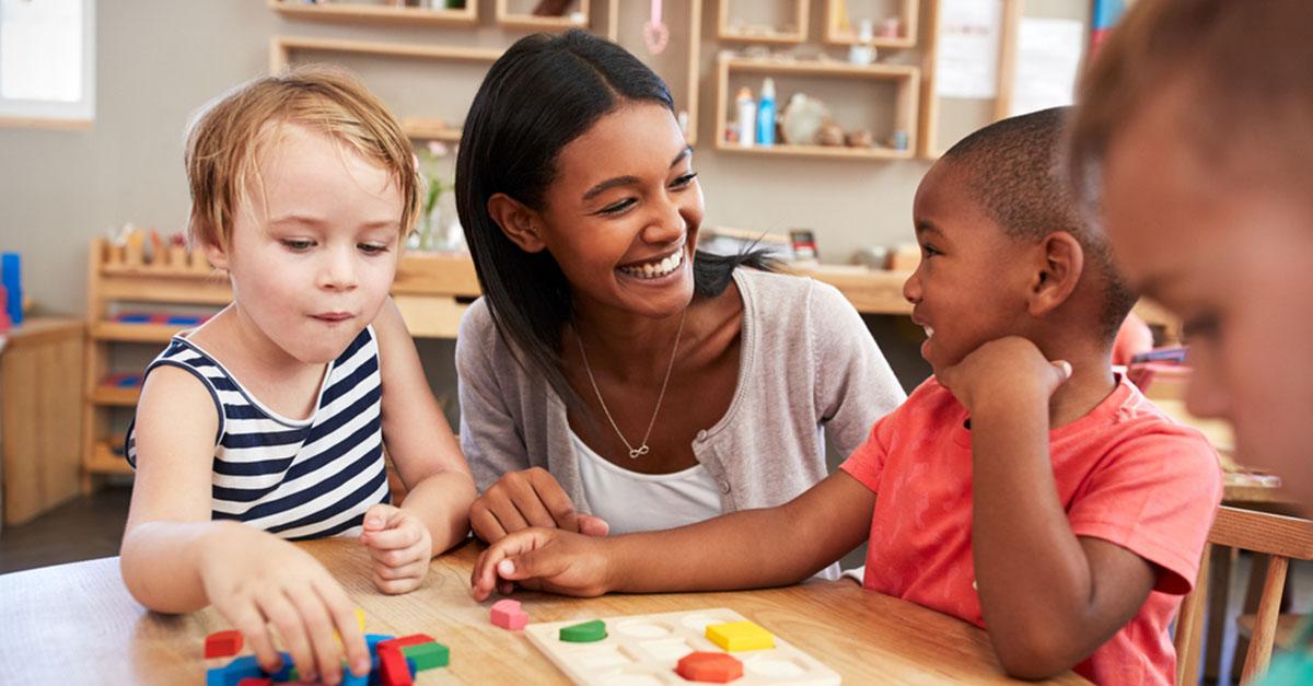 Montessori-Pädagogikin Kindergarten und Volksschule