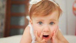 Babys lernen durch Überraschungen