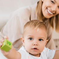 Wie Babys spielerisch Englisch lernen