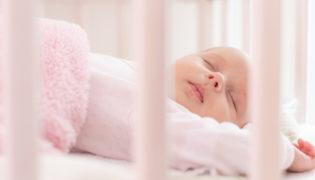 Wie viel schläft ein Baby im 3. Monat?