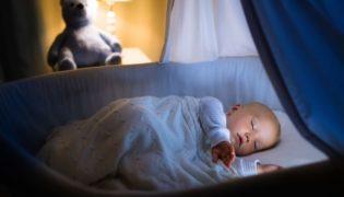 Was soll ich meinem Baby in der Nacht anziehen?