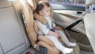 Darf ich mit meinem Baby lange Autofahrten machen?