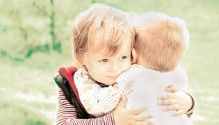 Neugeborene helfen ihren Geschwistern