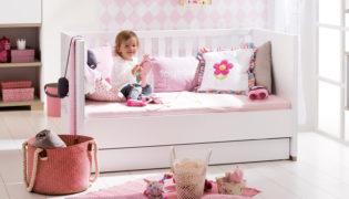 Möbel, die mitwachsen: vom Gitterbettchen zum Kindersofa