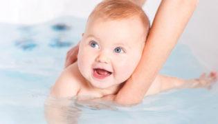 Baby waschen und baden
